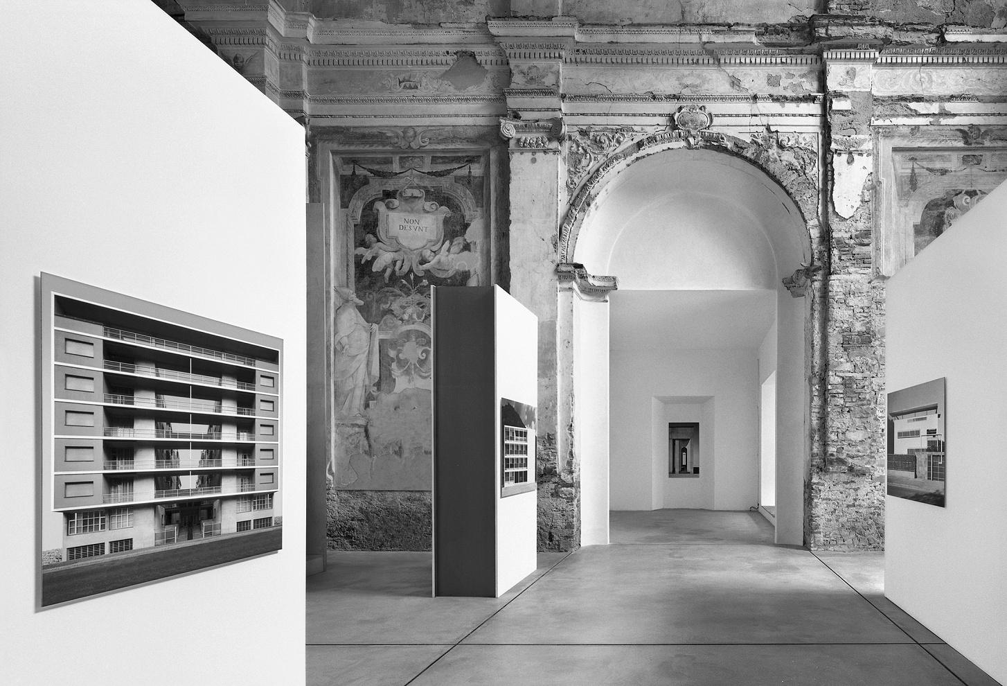 """Allestimento mostra """"Pino Musi Giuseppe Terragni""""  a cura dell'associazione Borgovico 33 Ex chiesa di Santa Caterina, Como 2002"""