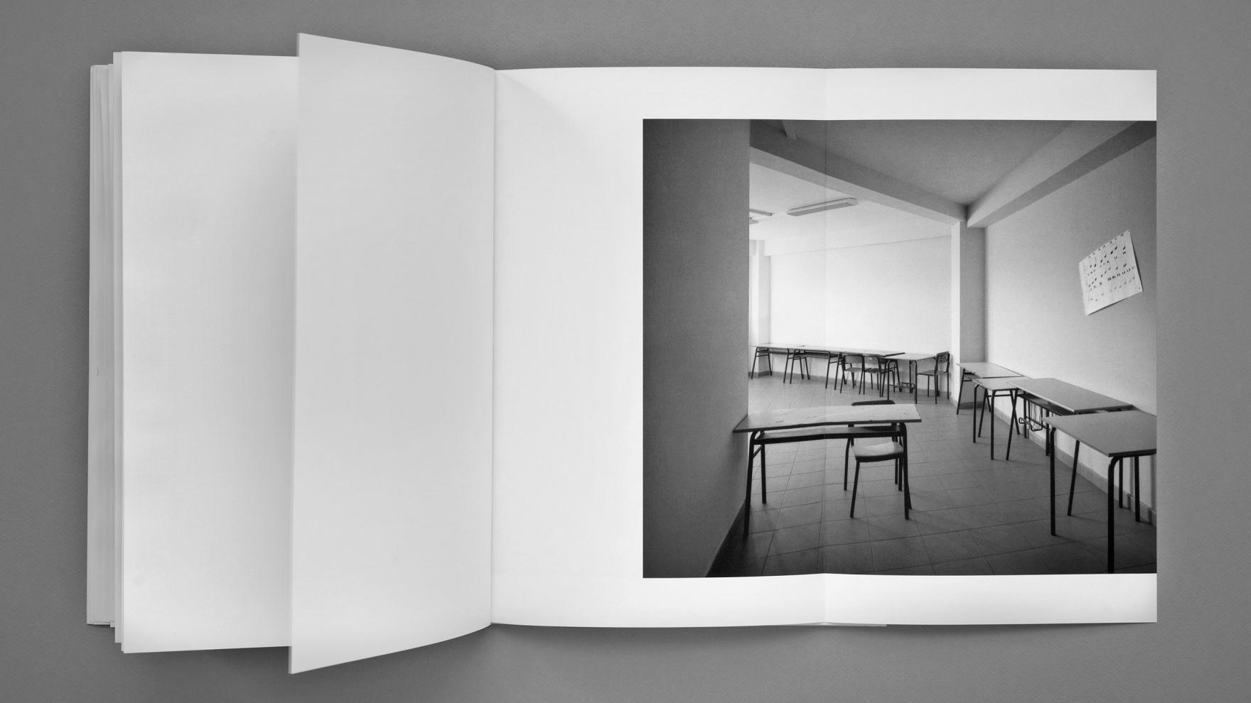 La Fotografia ri-guarda la Scuola · 2005
