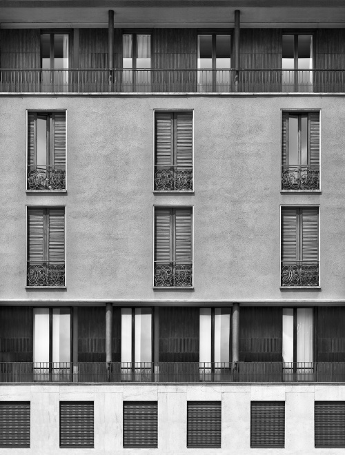 Piazza Sant'Ambrogio, Milano. Architetto Caccia Dominioni