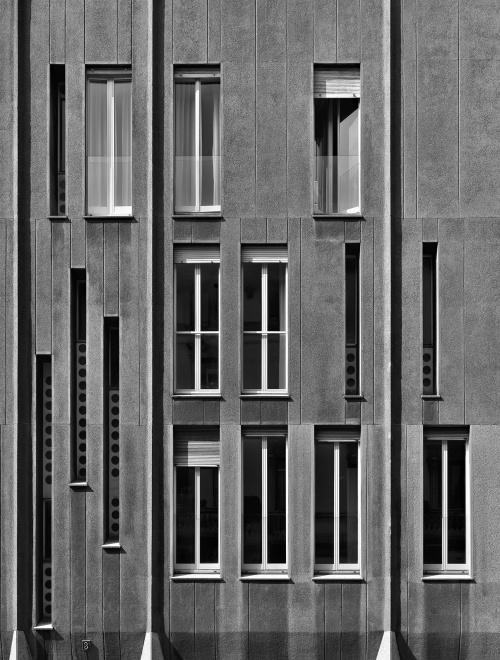 Via San Gregorio, Milano. Architetto Magistretti