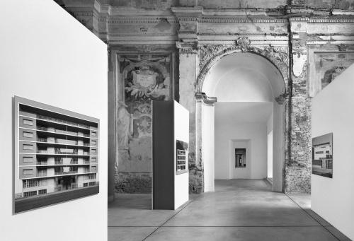 """Allestimento mostra """"Pino Musi - Giuseppe Terragni"""", a cura dell'associazione Borgovico 33. Ex chiesa di Santa Caterina, Como 2002"""